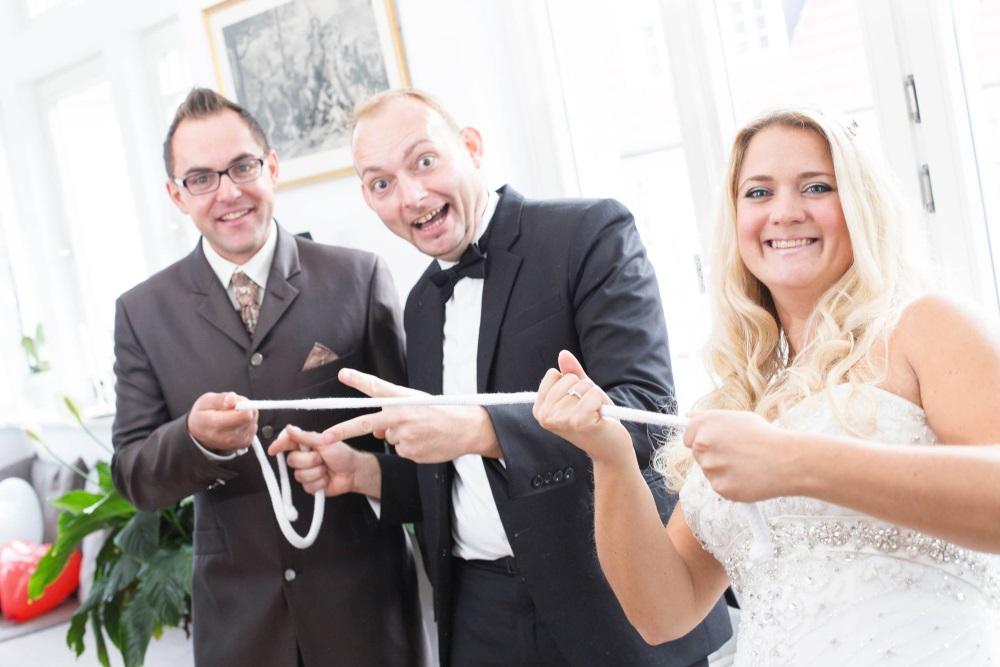 Maximus der Magier verzaubert ein Brautpaar
