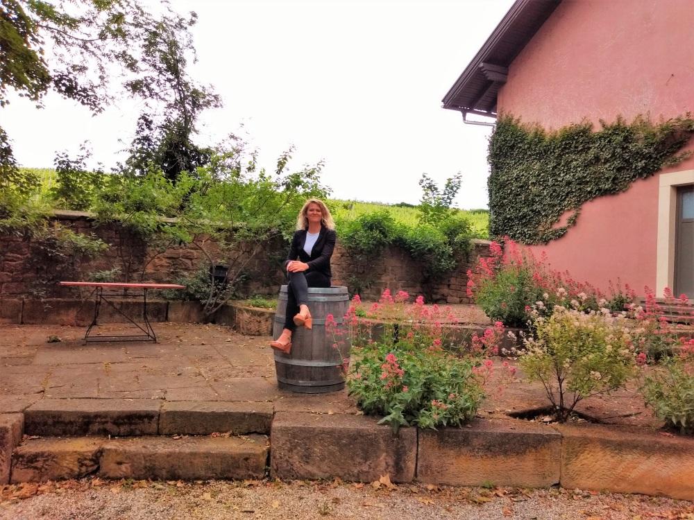 Freie Rednerin Ingrid am Weingut von Winning in Deidesheim