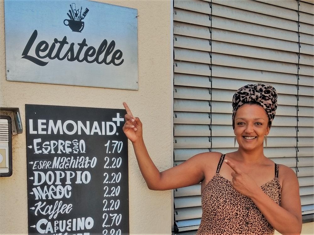 Katharina managt das Café Leitstelle