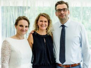 Das Brautpaar mit Traurednerin Ingrid von freiheiraten