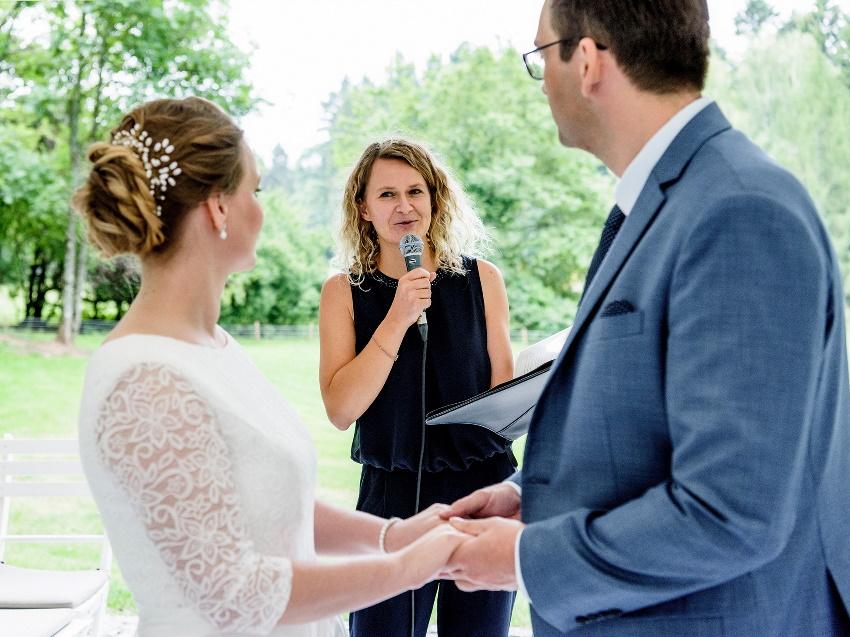 Das Ja-Wort in einer freien Trauung mit Ingrid