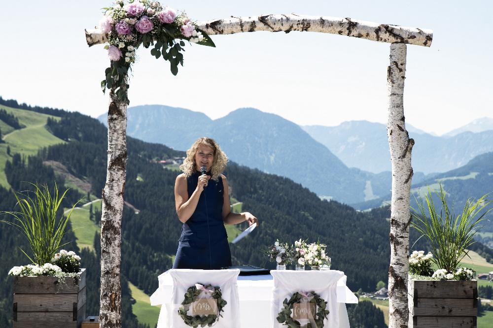 Freie Traurednerin Ingrid aus Heidelberg im Gebirge