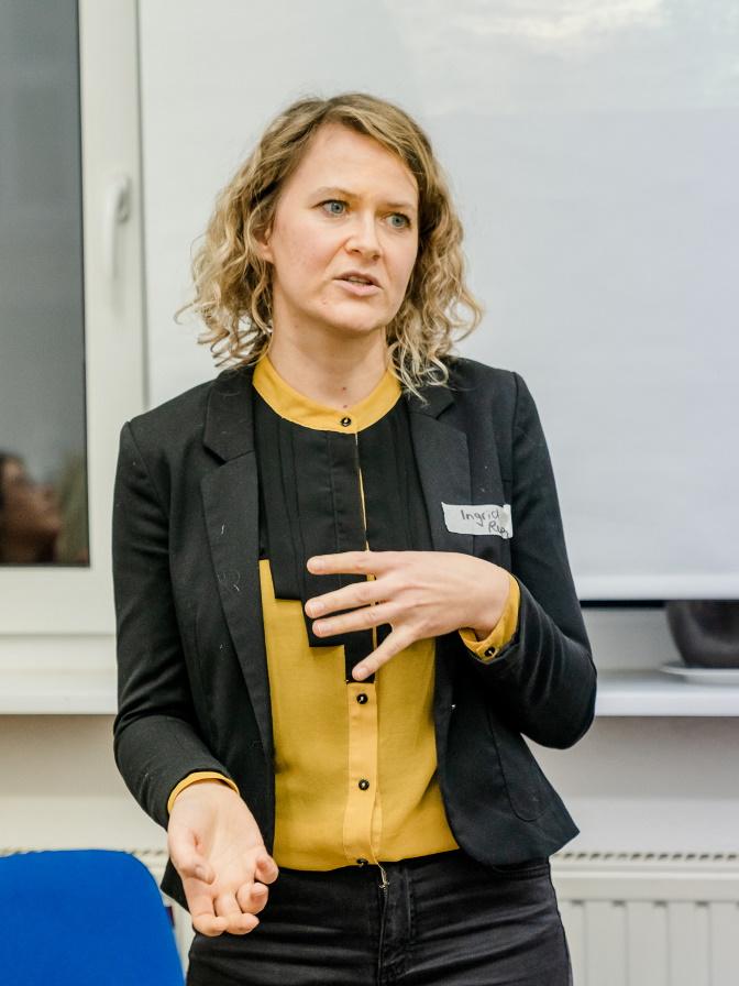 Workshop-Leiterin Ingrid beim pitchen